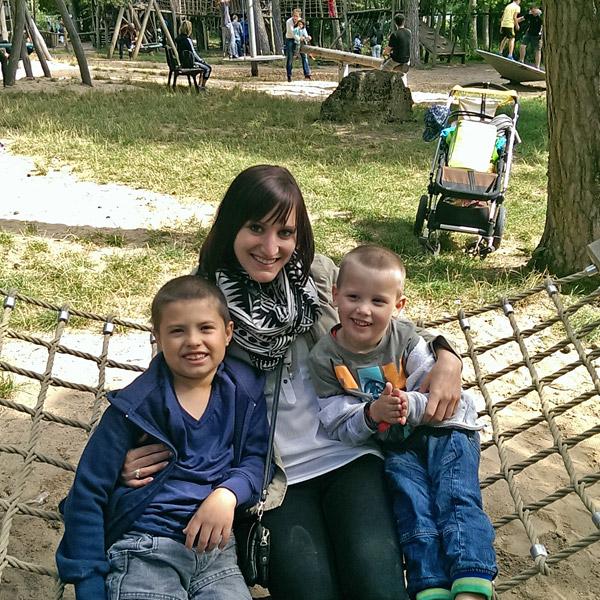 Aupairs mit Kindern in der Hängermatte