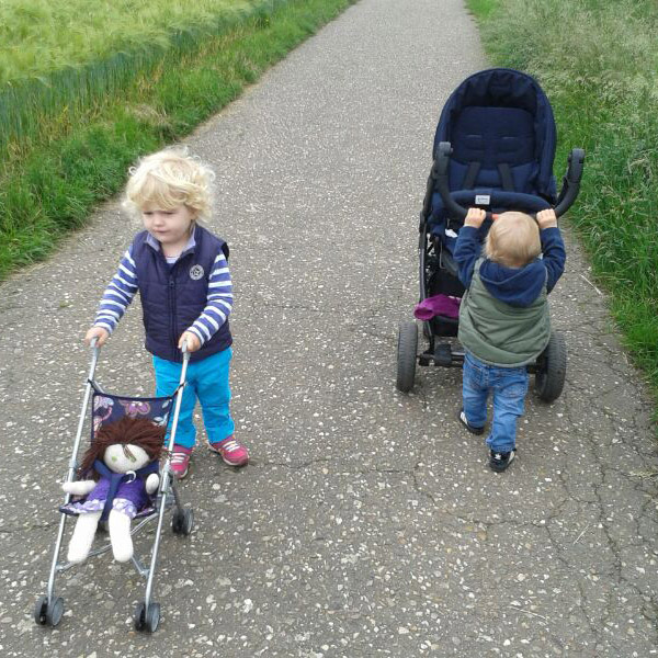 Go-pair.de - Deine Gastfamilie - Kinder mit Kinderwagen